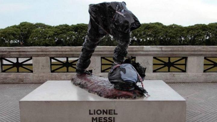 Vandali potpuno uništili Messijev kip u Buenos Airesu