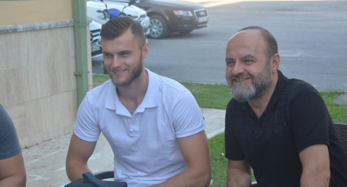 Hadžić završio transfer, 'uhvatili' ga i novinari