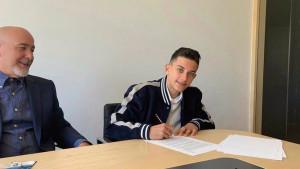Reyesov sin potpisao za Real, Fabregas mu prvi poslao poruku