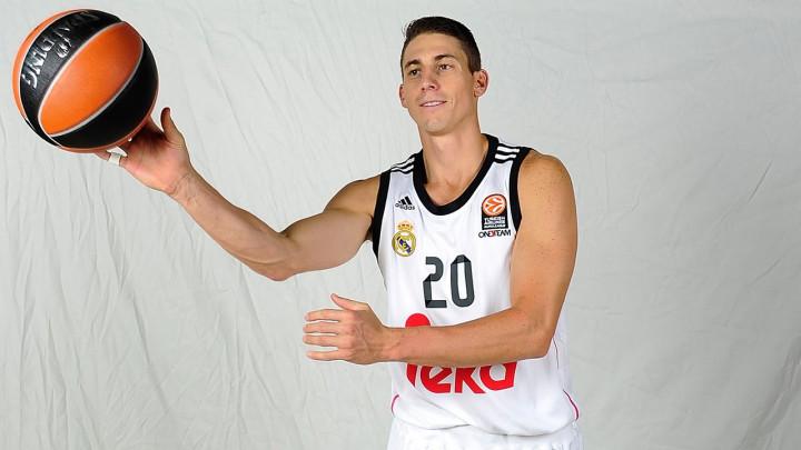 Real Madrid produžio ugovor s Carrollom