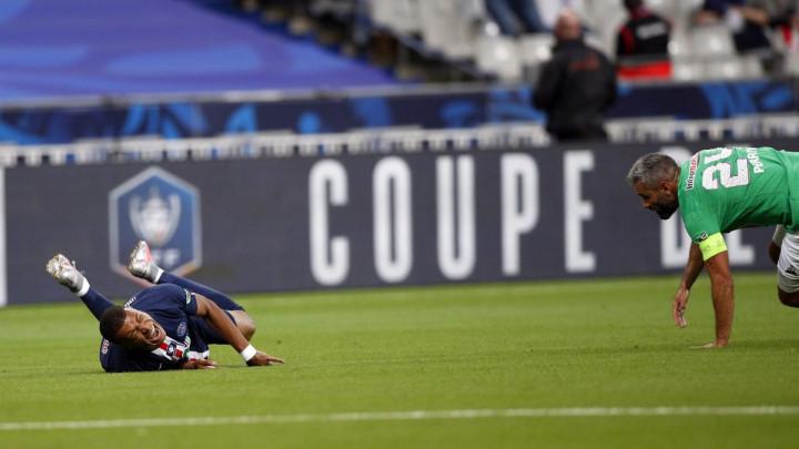 Novi trofej za PSG, ali sve je manje bitno zbog Mbappeovih suza i povrede