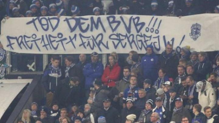 Skandalozna poruka navijača Schalkea u meču protiv Borussije