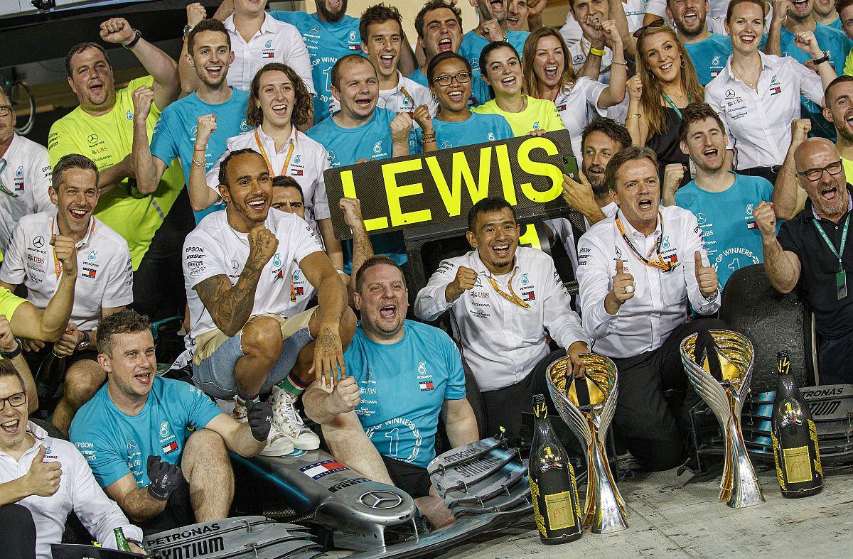 Hamilton u Abu Dhabiju izjednačio Sennin rekord
