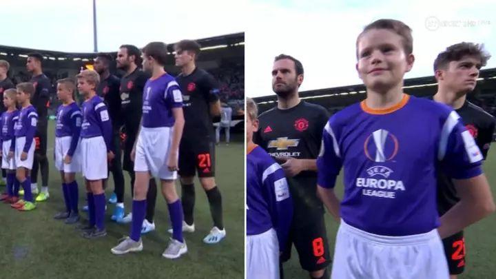 Igrač Manchester Uniteda se nije vidio pored dječaka kojeg je izveo na teren