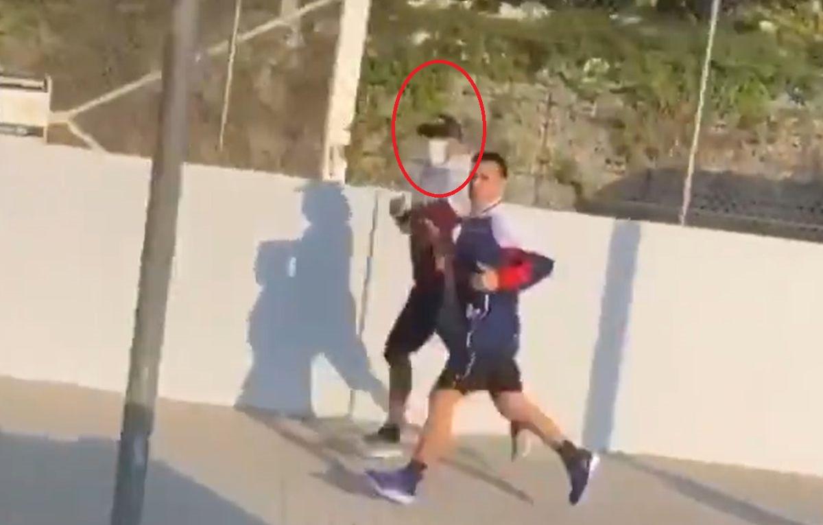 """Umjesto u trening kampu zvijezda Barcelone kondiciju """"nabija"""" na ulici"""