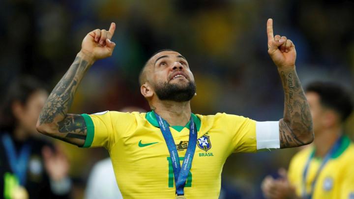Dani Alves poručio da traži novi klub, a onda se oglasio amaterski tim iz San Marina i sve oduševio