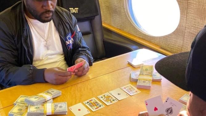Keš, luksuz i poker u privatnom avionu: Mayweather se bahati u teškim vremenima