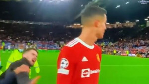 Navijač utrčao na teren, tražio dres od Ronalda, a onda je ostao razočaran reakcijom Portugalca