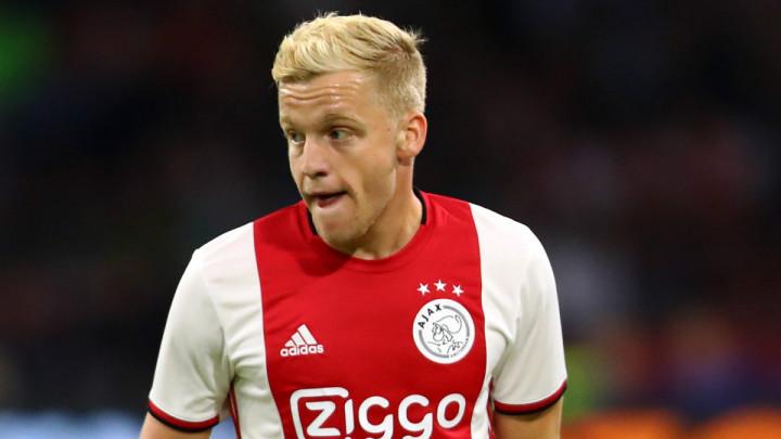 Engleski klub kontaktirao agenta Donnyja van de Beeka