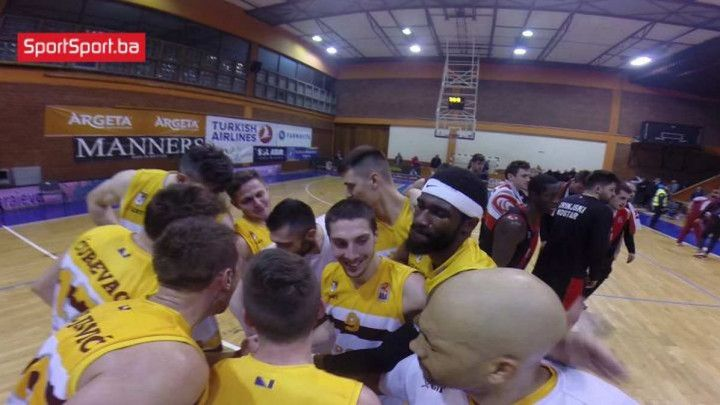 Velika radost košarkaša Bosne nakon pobjede nad Zrinjskim
