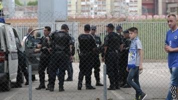 Pripadnici policije na svakom koraku