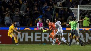 """""""Eksplozija"""" na tribinama: Golman u 94. minuti pogodio za prolaz dalje"""