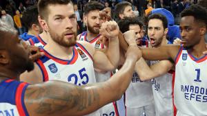 Anadolu Efes sutra igrače i trenere testira na koronavirus