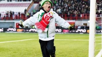 Mladi navijač Cetica sa Downovim sindromom pogađa sa penala