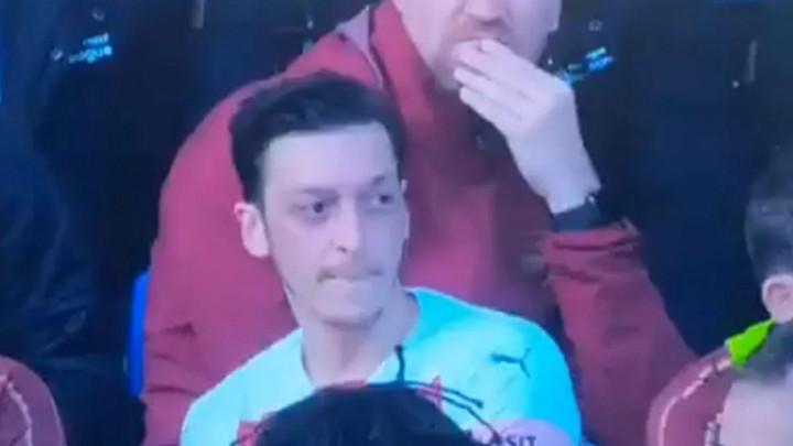 Meta nije bio Unai Emery: Englezi otkrili koga je jaknom gađao Mesut Ozil