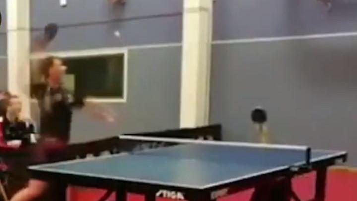 Ko kaže da je stoni tenis dosadan? Potez zbog kojeg ćete misliti da sanjate