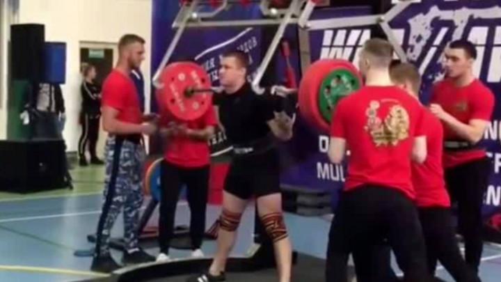 Uznemirujući snimak: Ruskom dizaču tegova pukla koljena nakon što je pokušao dići teg od 250kg