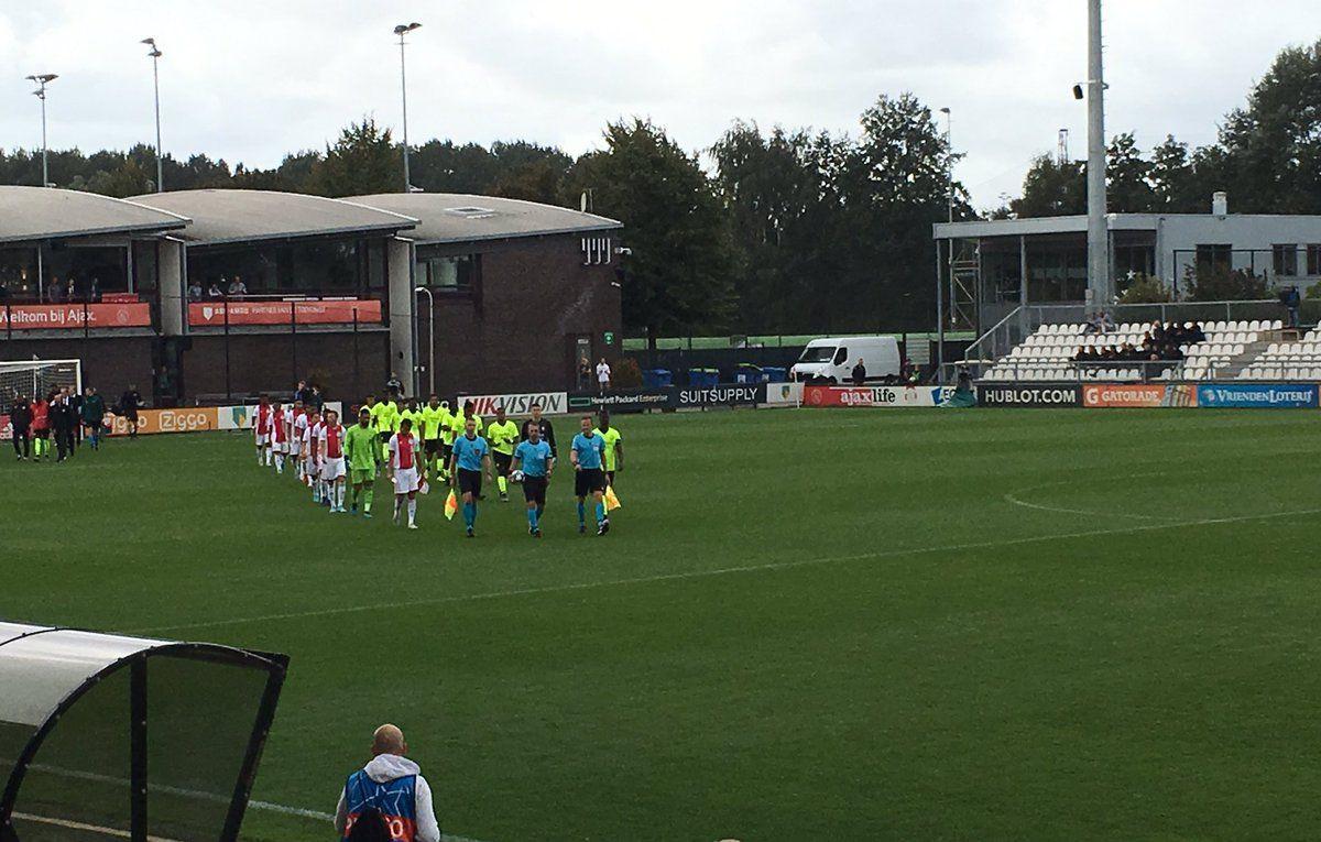 Mladi timovi Ajaxa i Lillea igraju svoj meč, ali je nevjerovatno koliki broj skauta je na tribinama
