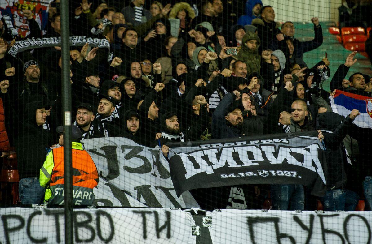 Holanđani u šoku: Navijači Partizana napravili skandal ispred haškog zatvora