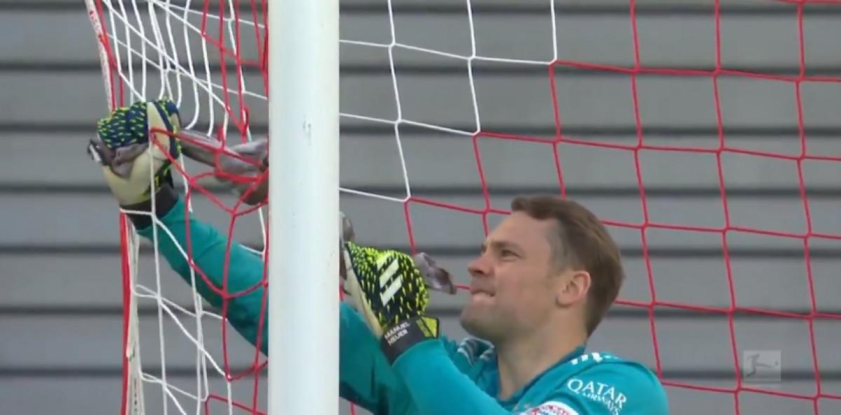 Majstor Neuer: Golman Bayerna odlučio sam riješiti problem sa mrežom