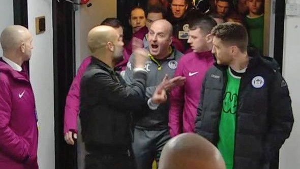 Guardiola se naguravao s trenerom Wigana u tunelu