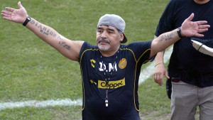 Maradona shvatio grešku, tražit će oproštaj od Messija