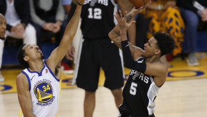 """Teška povreda mladog košarkaša Spursa, podrška stigla i od """"Kralja"""""""
