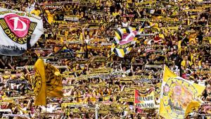 Hiljade navijača Dynamo Dresdena već pred kapijama Olimpijskog stadiona