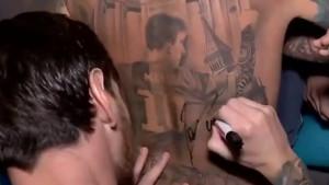 Obožavatelj broj jedan: Messi potpisao ogromnu tetovažu samog sebe