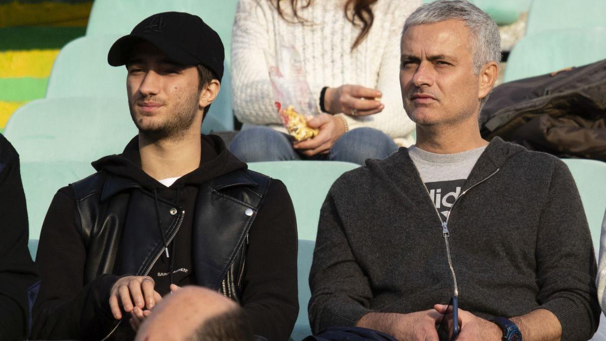 Manchester United isplatio Mourinho 15 miliona funti