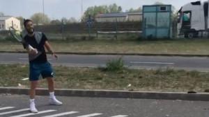 """Damir Džumhur """"zaglavio"""" na granici zbog gužve, pa s bratom Zlatanom zaigrao tenisa"""