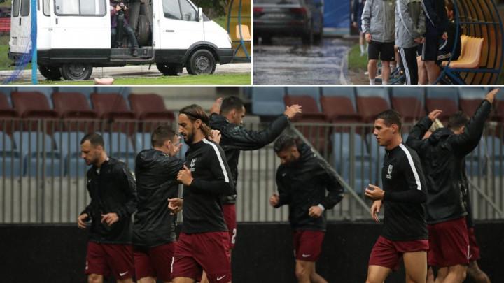 Fudbaleri FK Sarajevo trenirali po jakoj kiši, u BATE-u se odlučili za neobičan potez