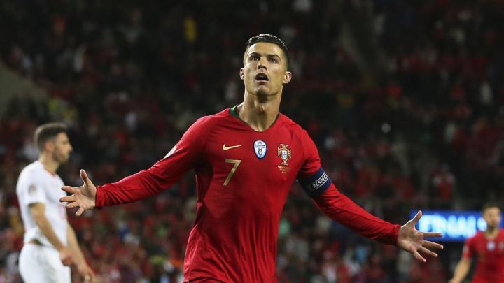 """Ronaldo se oglasio na Facebooku: """"Najbolje je da spektakularno završite svaki šou"""""""