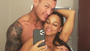 Američki kečer Randy Orton iznenadio javnost golišavim fotografijama sa svojom suprugom