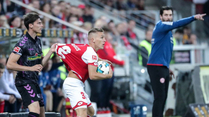 Penal na poluvremenu i golman Freiburga donijeli trijumf Mainzu