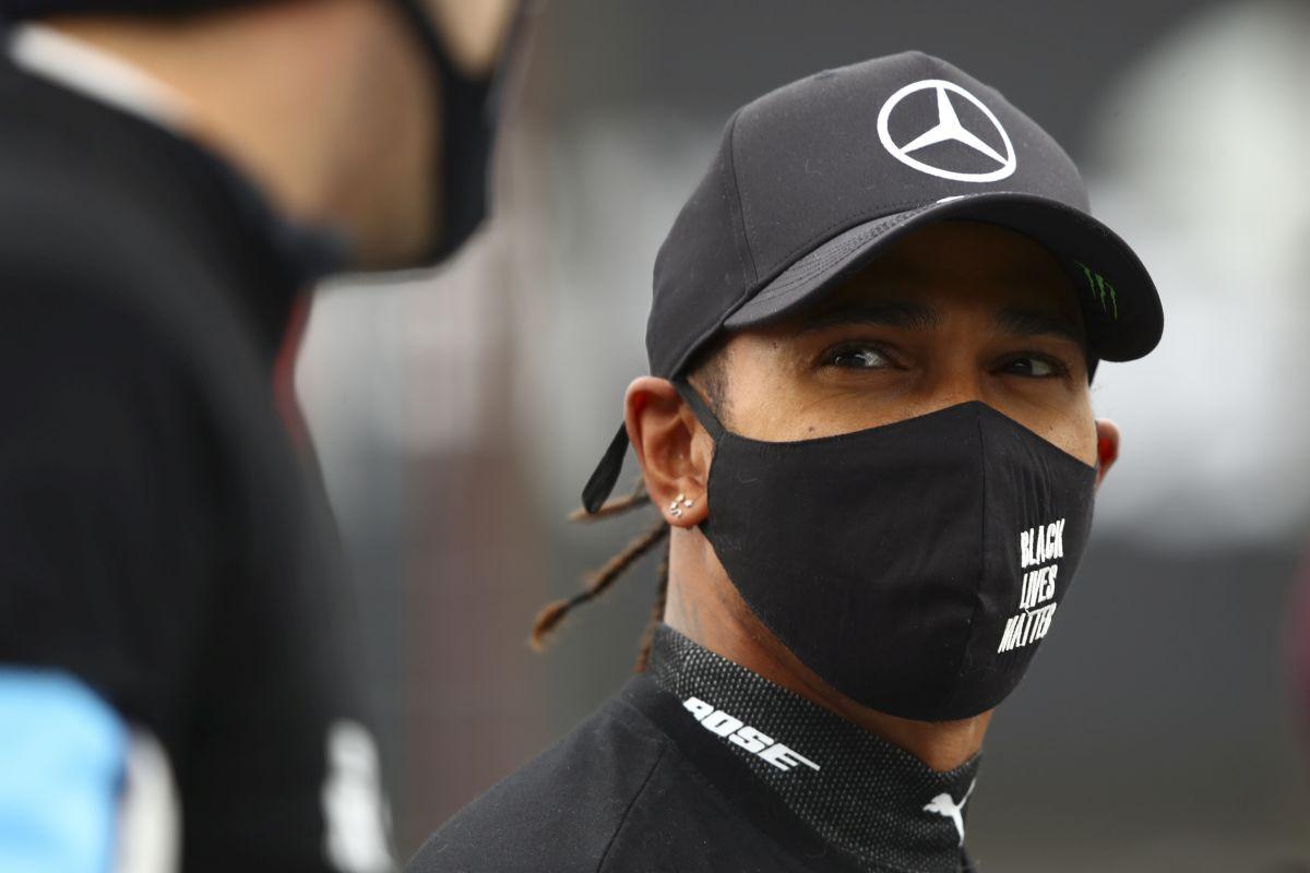 Hamilton stajlingom izazvao lavinu komentara oko odlaska iz Mercedesa