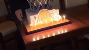 "Rođendanska torta ""otkrila"" novog trenera Los Angeles Lakersa?"