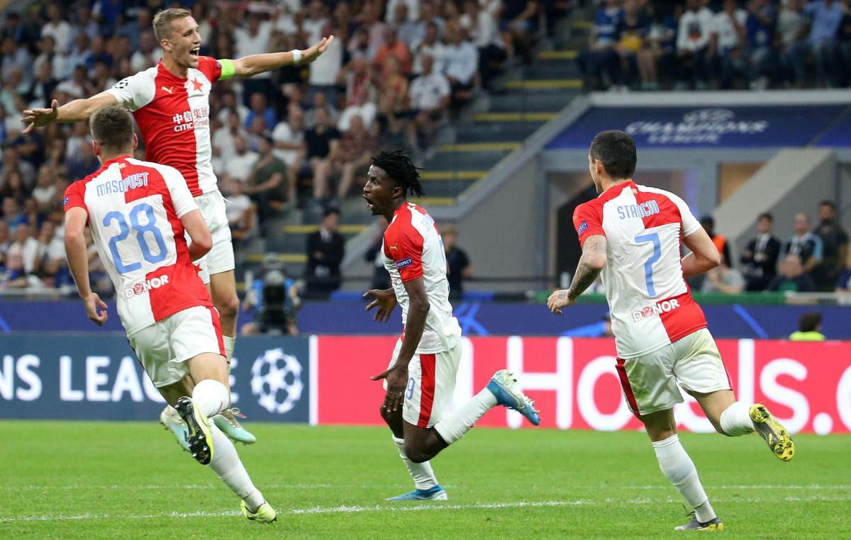 Hrabra Slavia do 92. minute vodila na Meazzi, Barella spasio Inter katastrofe