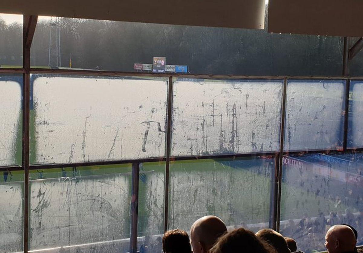 Navijači PSV-a umjesto fudbala gledali u prljave prozore