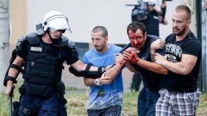 Krvavi obračun navijača Partizana i Zvezde