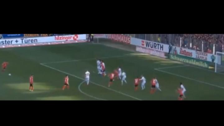 Vincenzo Grifo postigao fantastičnan gol protiv Augsburga