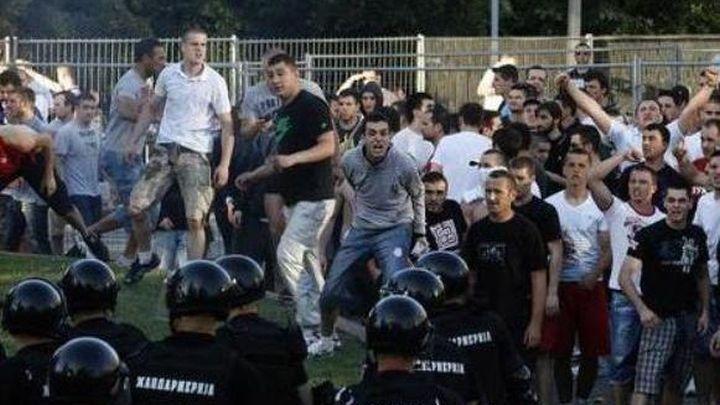 Tuča navijača Zvezde i Partizana u Bijeljini