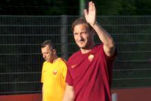 Ludnica na posljednjem treningu Tottija