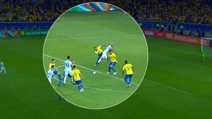 Skandal na Copa Americi: Sudija odbio gledati VAR iako je bio očigledan penal za Argentinu