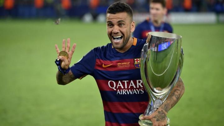 Dani Alves se ponudio Barceloni, ali oni za njegov povratak ne žele ni da čuju