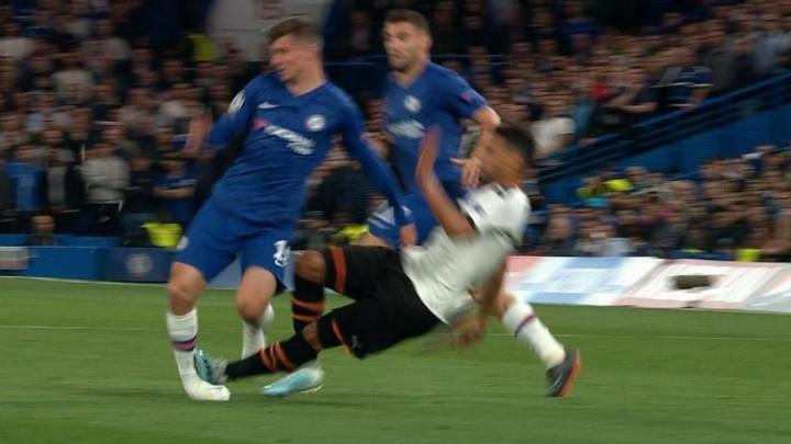 Start za zatvora na Stamford Bridgeu: Igraču Valencije samo žuti, a igraču Chelseaja liječenje