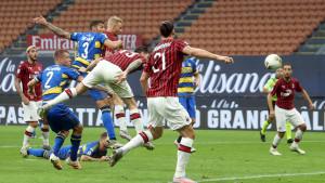Milan nastavio sa sjajnom formom, Bologna u posljednjim minutama do boda protiv Napolija