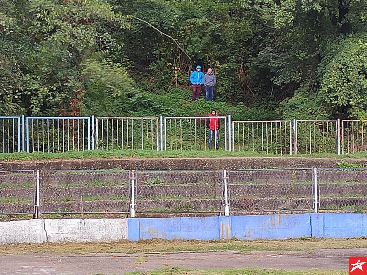 Navijači u Lukavcu pronašli način da gledaju aktuelnog prvaka države