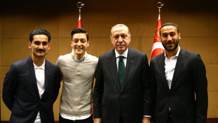 Ozil i Gundogan sa Erdoganom, DFB poručuje: Ne dozvolite da vas koriste u kampanjama!