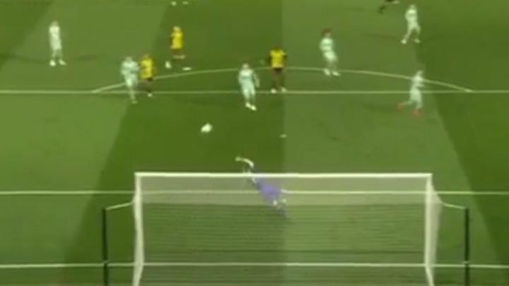 Arsenal je imao puno sreće: Da je bilo milimetar niže, bio bi to gol godine